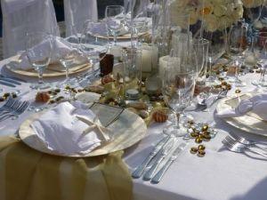 White linens and seashells wedding decor Catillo Escondido Los Cabos