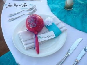 Turquoise and white wedding napkins and tablecloth