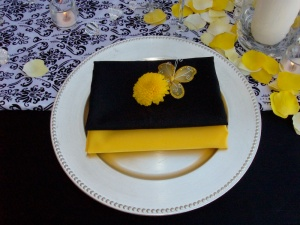 Black and yellow event napkins in Los Cabos
