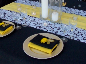 yellow runner for black and white tablecloth Cabo Event
