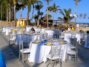 Yellow and silver wedding design at Dreams Los Cabos