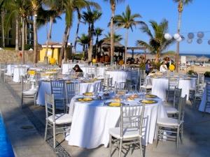 Yellow and silver wedding design at Dreams Los Cabos