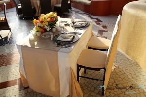 Sunset Da Mona Lisa bride and groom sweetheart table