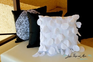 High end black and white pillows for lounge in Cabo