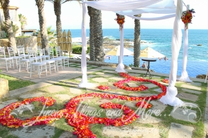 Wedding ceremony flowers and decor Cabo Esperanza resort Cabo Floral Studio Vivid Occasions