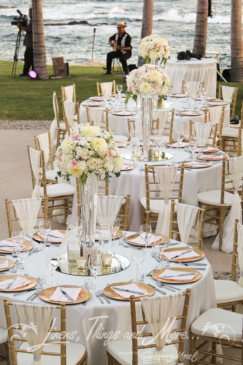 Chic romantic blush gold wedding d cor at the fiesta for White wedding table decorations