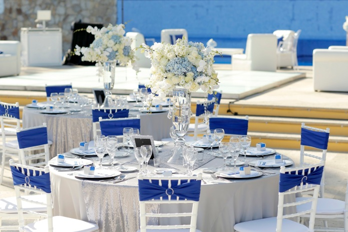 reception decor Dreams Los Cabos Blue and silver2