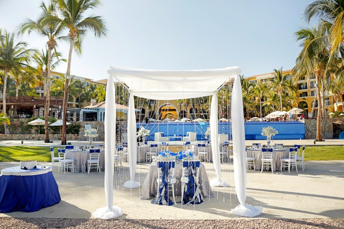 wedding decor Dreams Gray and royal blue Los Cabos