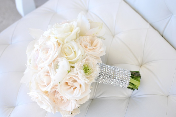 White rose bouquet in Cabo