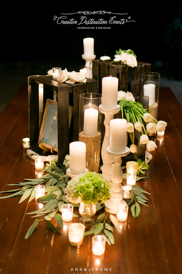 Sophie&Joe-wedding-beach---suzanne-morel-cabo-floral-studio-entrance-table12