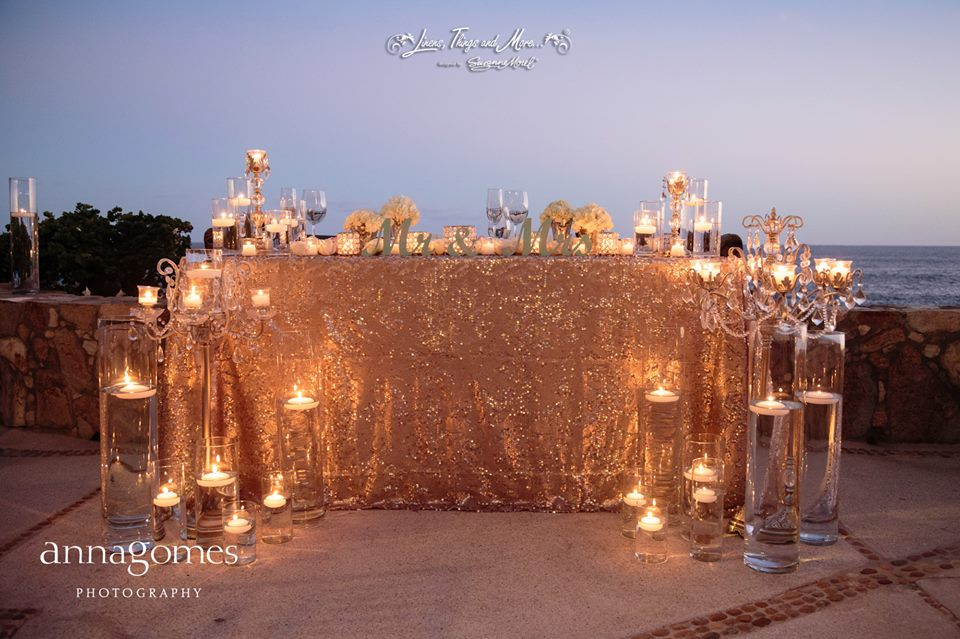 Metallic gold sequin sweetheart table